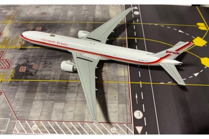Garuda Indonesian Airways B777-300ER 1:400 (Flap up)