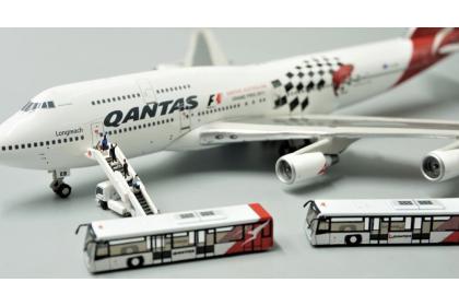 Qantas Airport Passenger Bus 1:400