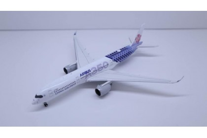 """China Airlines Airbus A350-900XWB """"Carbon Fibre Livery"""" Reg: B-18918 With Stand 1:400"""
