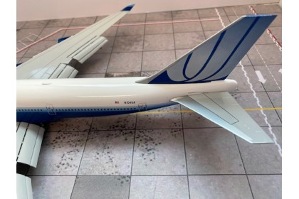 """United Airlines Boeing 747-400 Reg: N104UA """"Flap Down"""" With Stand (1:200 scale)"""