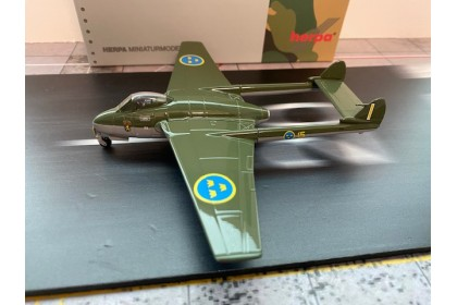 Royal Swedish Air Force De Havilland Vampire J 28B (FB.50) F15 (1:72 scale)