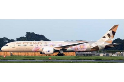 "Etihad Airways Boeing 787-9 Dreamliner ""Choose Japan Livery"" A6-BLK (1:400 scale)"