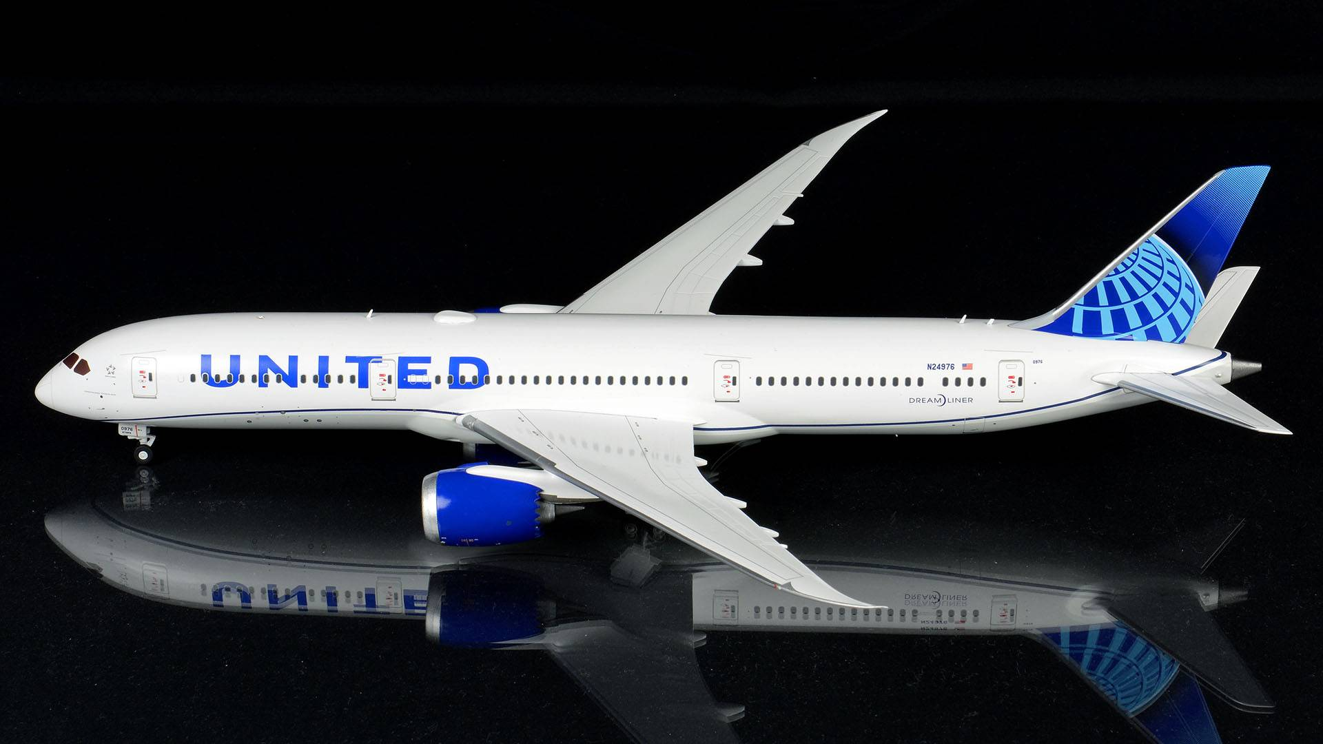 G2UAL881 Boeing 787-9 United Airlines New Livery N24976 Scale 1//200