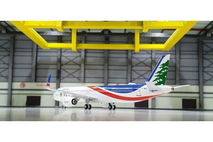 """Middle East Airlines Airbus 320neo """"MSN 10 000 A320 Family"""" T7-ME3 (1:400 scale)"""