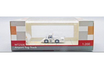 JAL Komatsu WT250E Towing Tractor (1:200 scale)